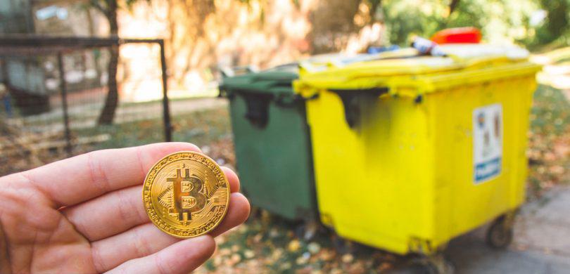 bitcoin and recycle bin 810x456 - آیا ما واقعاً به بیت کوین و ارزهای دیجیتال نیاز داریم؟